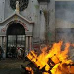Não há informações de que Igreja Católica foi vandalizada no Chile por Black Blocs socialistas