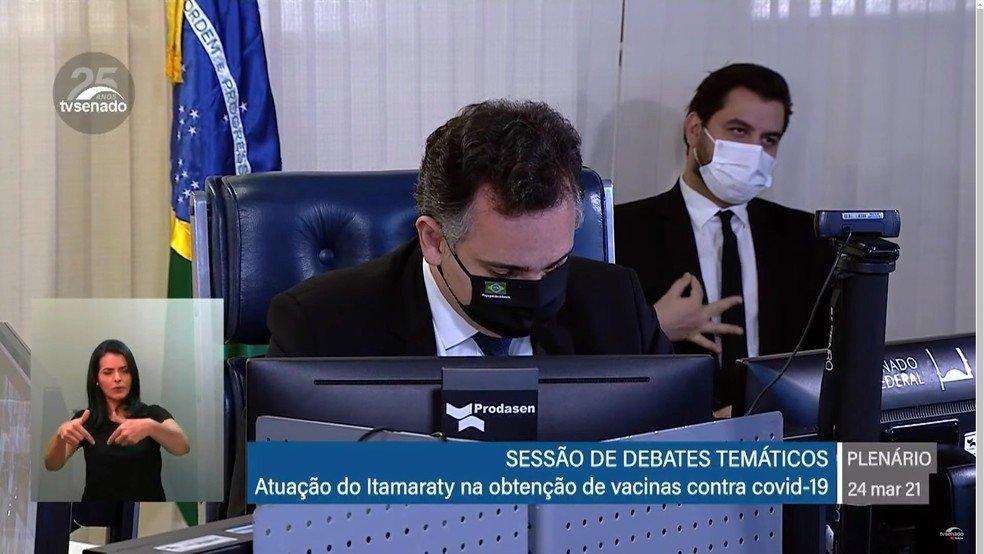 Assessor Filipe Martins durante sessão do Senado Federal. Reprodução: TV Senado/Jovem Pan